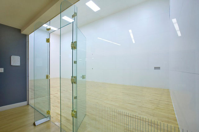 empty indoor racquetball court